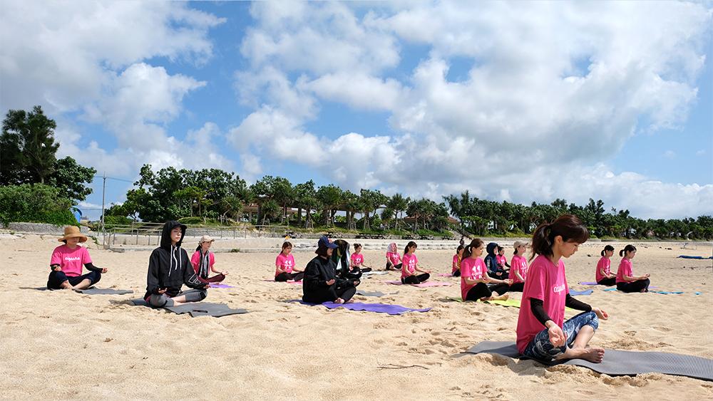 愛雅粧沖縄校2019_レクレーションでビーチへ_02