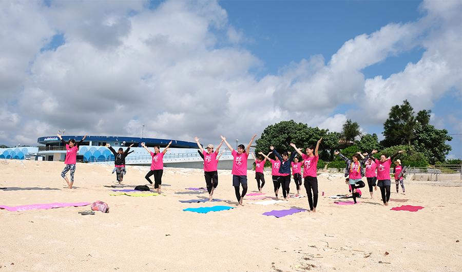愛雅粧沖縄校2019_レクレーションでビーチへ_01